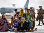 wanita-afghanistan-melahirkan-bayi-perempuan-dalam-pesawat-evakuasi-amerika-serikat-1.jpg
