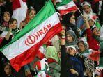 wanita-iran-hadiri-pertandingan-sepak-bola.jpg