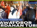 warga-ardahan-turki-lakukan-pawai-obor-kegembiraan-sambut-100-tahun-kemerdekaan.jpg