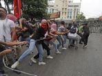 warga-lebanon-demo.jpg