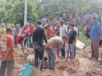 warga-menggali-liang-lahat-bagi-iswadi-37-dan-anaknya-asrarul-4-di.jpg