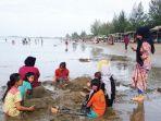 warga-mengunjungi-pantai-islami-kuthang-gampong-sagoe.jpg