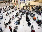 warga-mesir-di-bandara-kuwait.jpg