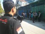 wartawan-di-lokasi-rekonstruksi-pembunuhan-di-gampong-mulia_20180206_110448.jpg