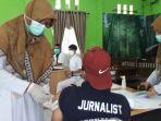 wartawan-menjalani-vaksinasi-di-dinkes-nagan-raya-selasa-452021.jpg