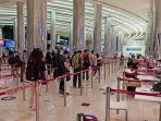 wisatawan-di-bandara-dubai-uea.jpg