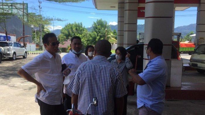 AMBON: Komisi II Dewan Perwakilan Rakyat Daerah (DPRD) Kota Ambon melakukan kunjungan langsung ke Stasiun Pengisian Bahan Bakar Umum (SPBU) di Lateri, Kecamatan Baguala, Kota Ambon, Selasa (9/3/2021).