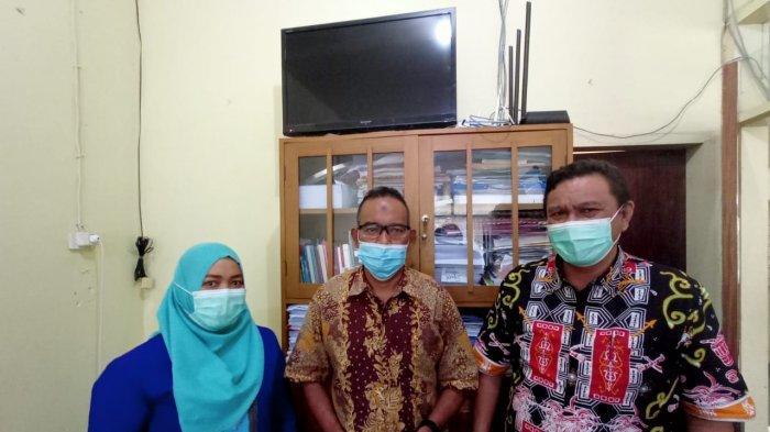 AMBON: S. H. J. Aipasa ka.sie Pelayanan bersama  I.Samiun Ka.sie Perawatan RSKD Ambon. di Jalan Wolter Monginsidi, Baguala, Ambon, Kamis (10/6/2021) pagi.