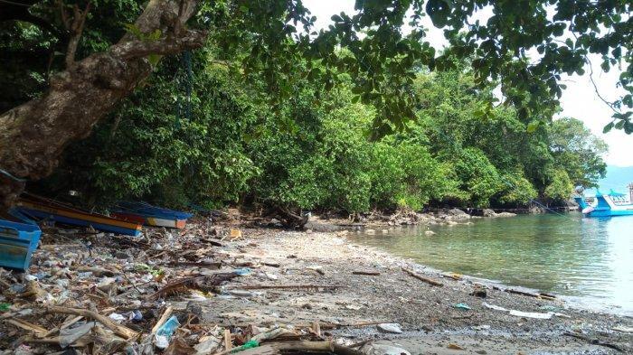 Tak Hanya di Titik Tertentu, Sepanjang Bibir Pantai Nama Besar dan Kecil Terdapat Tumpukan Sampah