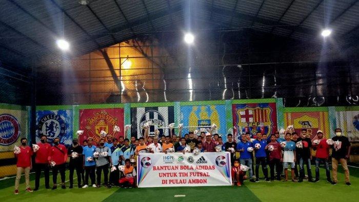 Manfaatkan TikTok, BMG Bagikan Bola Adidas Ori kepada Klub Futsal Maluku