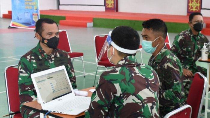 AMBON:Seluruh prajurit Pangkalan Utama TNI Angkatan Laut (Lantamal) IX Ambon menerima vaksin covid-19 dosis kedua, Kamis (15/4/2021)..
