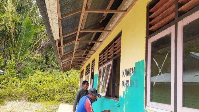 Di Seram Bagian Timur, Guru Patungan Rehabilitasi Sekolah