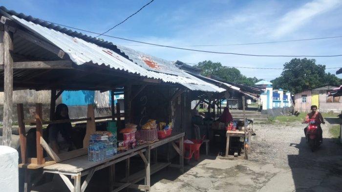 Perketat Social Distancing, Otoritas Pelabuhan Amahai Larang Pedagang Asongan Berjualan di Kapal