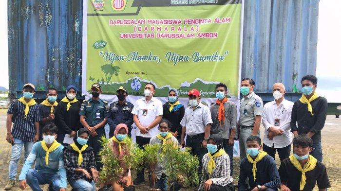 MALUKU: PT Jasa Raharja Cabang Maluku bersama Darmapala melakukan penghijauan dengan menanam anakan palem di lingkungan Pelabuhan Tulehu, Kecamatan Sirimau, Kabupaten Maluku Tengah, Kamis (16/9/2021).