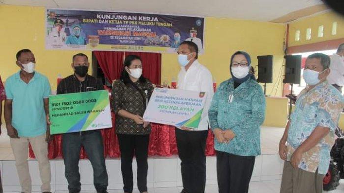 288 Nelayan di Maluku Tengah Terima Kartu BP Jamsostek