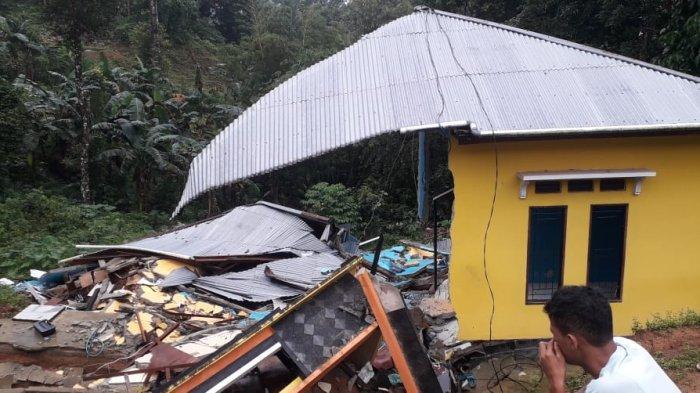 Sudah Sepekan Satu Unit Rumah Dampak Longsor di Gunung Malintang-Ambon Belum Dibersihkan