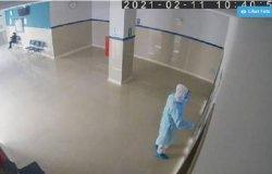 Nekat Menyamar Jadi Dokter, Polisi Ini Menangis di Bangsal Covid-19