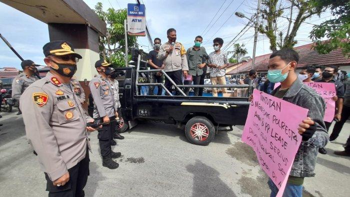 Didatangi Pendemo, Kapolresta Bersama Massa Kirim Alfatiha Untuk Almarhum Husin Suat
