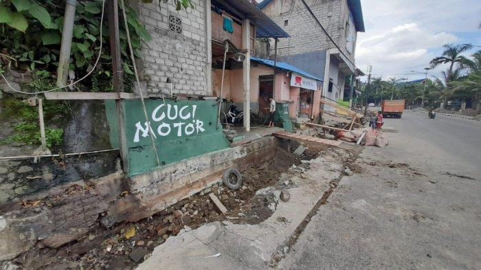 Dinas PUPR Maluku Gali Selokan, Pengusaha Cuci Mobil dan Motor Kehilangan Pendapatan