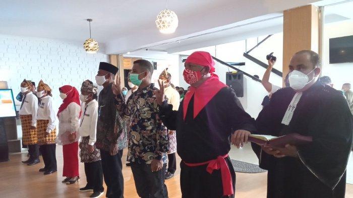 Resmikan Saniri dan BPD Sejumlah Negeri, Wali Kota Ambon: Saniri dan Raja punya Kedudukan Sama