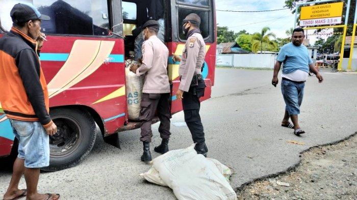 Polisi Amankan 320 Liter Sopi Dalam Mobil Bus Jurusan Masohi - Ambon, Langsung Dimusnahkan