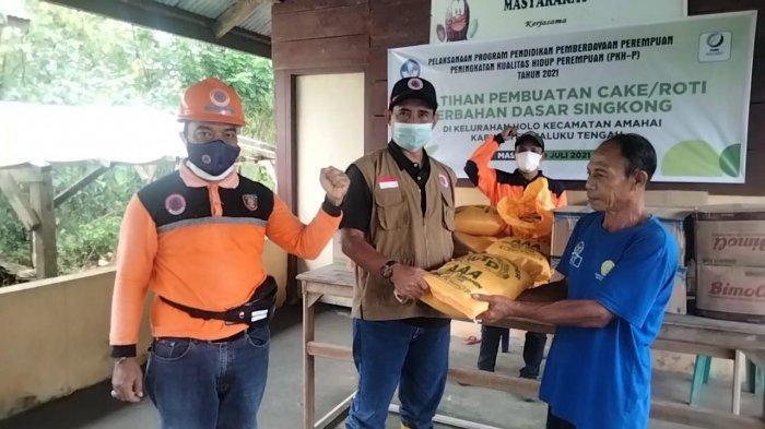 BPBD Maluku Tengah Salurkan Sembako Bagi Warga Terdampak Banjir di Kilo Meter 8 hingga 12