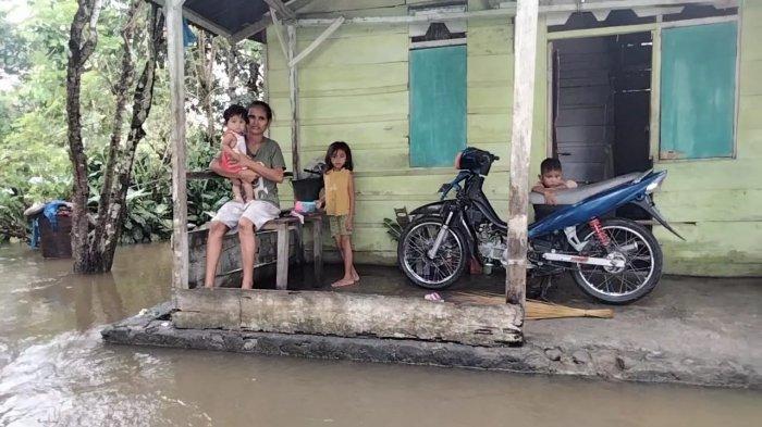 Rumah Terendam Banjir, Warga di Maluku Tengah Kesulitan Makanan