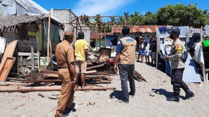 Dua Rumah Warga di Pulau Buru Dihantam Angin Puting Beliung, BPBD Salurkan Bantuan