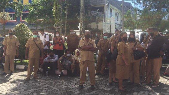 Molor 1 Jam, Ratusan ASN Keluhkan Pelaksanaan Rapid Test Antigen di Kantor Gubernur Maluku