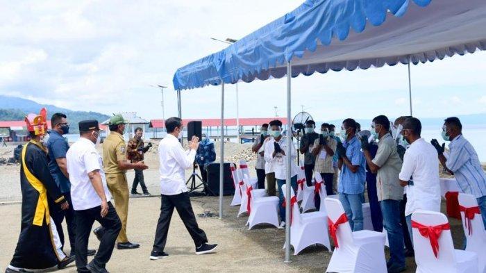 MALUKU: Presiden RI Joko Widodo berkunjung ke Desa Hitu, Maluku Tengah, Kamis (25/3/2021).