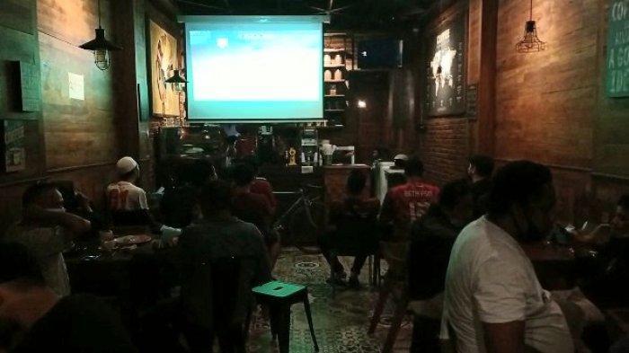 AMBON: Beta PSM menggelar nobar pertandingan PSM Makassar vs PSS Sleman Piala Menpora 2021, Sabtu (24/4/2021).