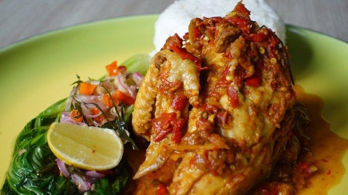 AMBON: Tampilan Chicken Betutu di Sky-Bar Swiss-Belhotel Ambon.