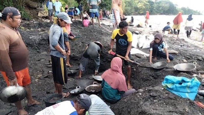MALUKU: Aktivitas mendulang di Desa Tamilouw, Kecamatan Amahai, Kabupaten Maluku Tengah, Jumat (26/3/2021).