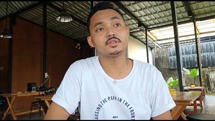 AMBON: Manager Café, Naheson Untailawan (25).