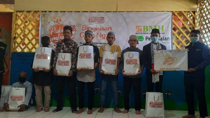 Dai dan Guru Ngaji di Ambon Dapat Bantuan Sembako dari BMH Maluku dan Pegadaian Syariah