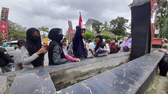 Diusir Satpol PP, Anak-Anak Pengungsi Ongkoliong Teriak Janji Palsu Pemerintah Kota Ambon