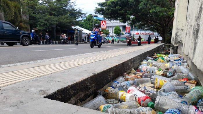 Sampah Berserakan di Taman Pahlawan Nasional, Komunitas Ojol Akan Turun Aksi Bersih Jumat Mendatang