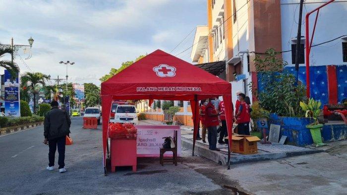 Warga Kota Ambon yang Melintas di Jl. A.Y Patty Dapat Takjil Gratis