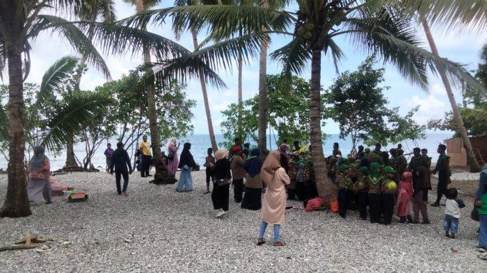 MALUKU: Wisata Pantai Henaiya terletak di Desa Sepa, Kecamatan Amahai, Maluku Tengah, Minggu (3/10/2021).