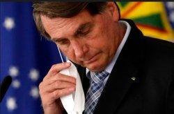 Tertekan Pandemi, Presiden Brasil Pecat Tiga Komandan Militer Sekaligus