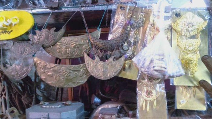 Inilah Souvenir Antik Suku Tanimbar Maluku yang Dapat Ditemukan di Toko Antik Nelly Ambon