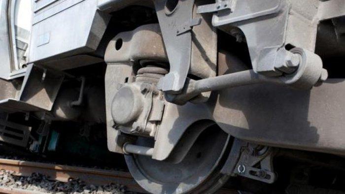 Tak Tengok Kanan-Kiri, Pengendara Motor Tewas Tertabrak KA Tanpa Palang Pintu, Terseret 10 Meter