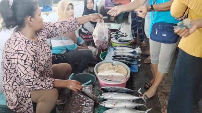 Harga Ikan di Pasar Binaya Masohi Berangsur Turun