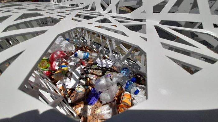 Niatnya Percantik Kota Ambon, Bangku Taman Ini Malah Jadi Tempat Sampah