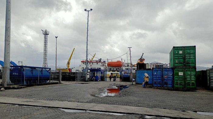 AMBON: Aktivitas di Lapangan Kontainer Kapal Pelabuhan Yos Sudarso Ambon, Kamis (9/9/2021) sore.