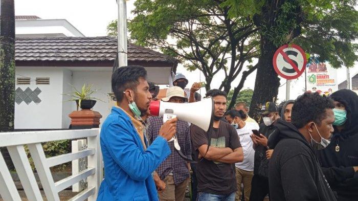 Mahasiswa Kembali Seruduk Kantor Wali Kota Ambon, Minta PPKM Dihentikan