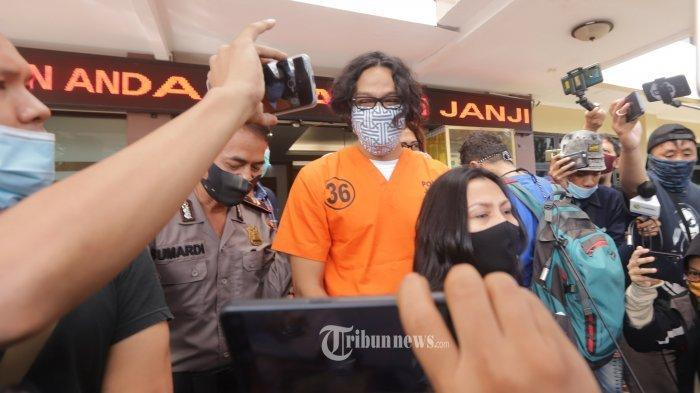 Jalani Sidang Perdana, Dwi Sasono Tak Didampingi Widi Mulia, Ini Kata Kuasa Hukum