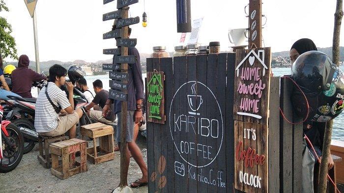 Angkringan Karibo Coffee, di Kawasan Kota Jawa, Teluk Ambon.