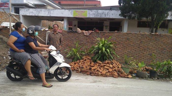 Diduga Masalah Sengketa, Seorang Wanita di Medan Bangun Tembok Setinggi 2 Meter dan Panjang 12 Meter