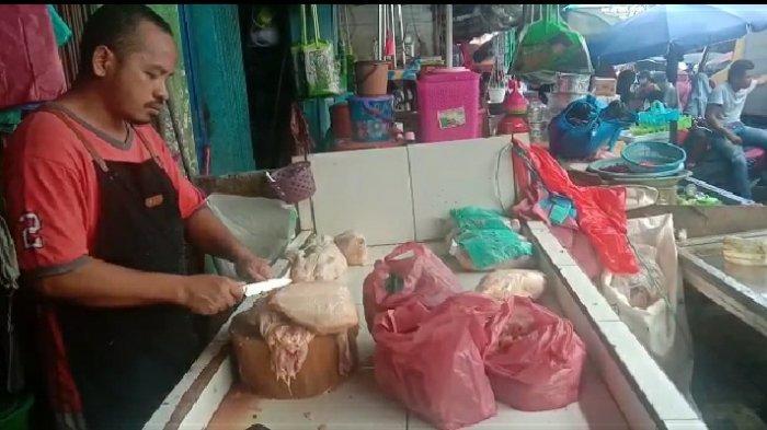 Stok Melimpah, Harga Ayam Beku di Ambon Turun Jadi Rp. 30 ribu Perkilo